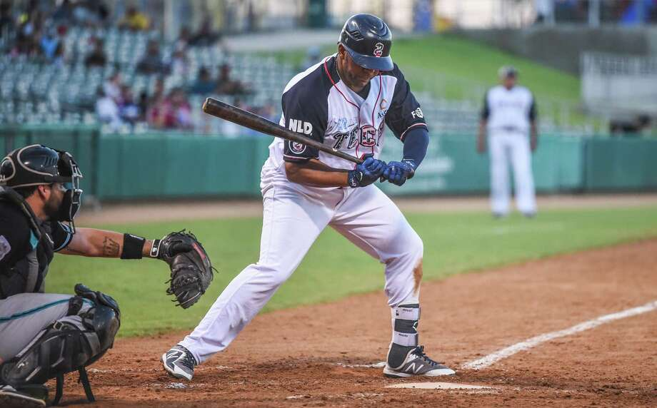 Third baseman Daniel Mayora and the Tecolotes Dos Laredos were held to a season-low two hits as the team lost for the third time in four games to Saraperos de Saltillo, falling 9-3 Friday at Uni-Trade Stadium. Photo: Danny Zaragoza /Laredo Morning Times