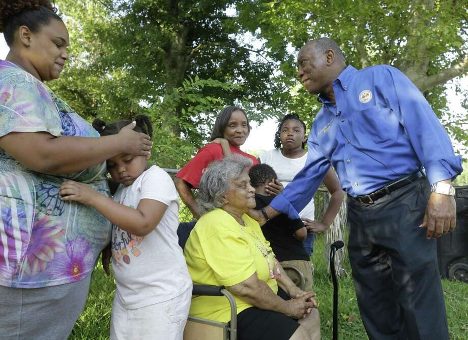 Lexus Dixon, left, her daughter, Porsha Henderson, 6, Joyce Follie, Lorita Malveaux, with her grandchildren Kamarion Henderson, 5, and Alexia Blackshear, 9, meet with Mayor Sylvester Turner outside the Kashmere Gardens home of Joyce Follie where reconstruction from Hurricane Harvey damage continues Saturday, Aug. 25, 2018, in Houston. The family is not able to live in the home until construction is finished. Photo: Melissa Phillip, Houston Chronicle / Staff Photographer / © 2018 Houston Chronicle