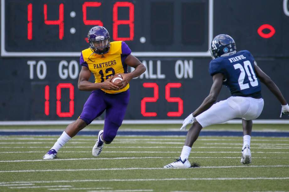 August 25, 2018:  Prairie View Am Panthers quarterback Jalen Morton (12) carries the ball in the first drive of the first quarter during the college football game between the Prairie View A&M Panthers and Rice Owls at Rice Stadium in Houston, Texas. (Leslie Plaza Johnson/For the Chronicle) Photo: Leslie Plaza Johnson/Contributor