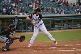 Tecolotes Dos Laredos designated hitter Balbino Fuenmayor went 4-for-4 with a home run and four RBIs in a 9-8 win over Saraperos de Saltillo Saturday. He is now tied for eighth in the LMB with teammate Domonic Brown with nine homers.