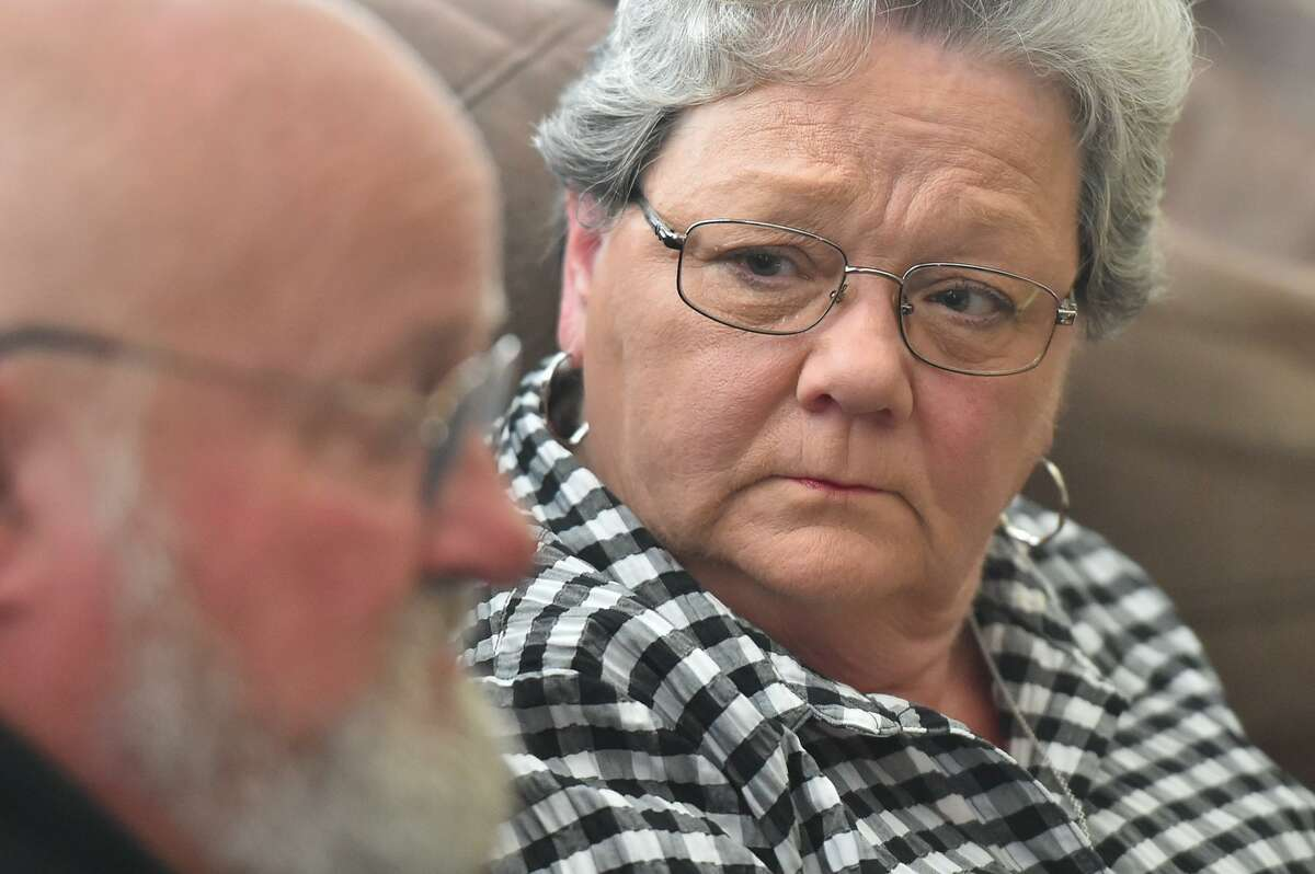 Sharlotte Mott listens to her husband Tim as they discuss the disappearance of the daughter Julie's corpse three years ago.