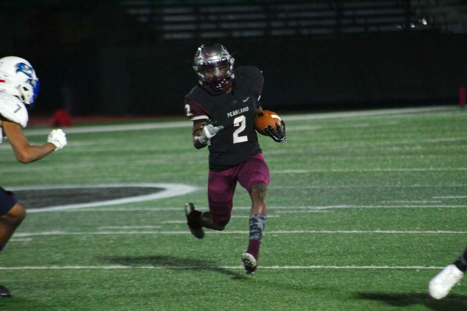 Pearland's Jaelin Benefield (2) finds running room against Brazoswood Friday, Nov 3 at Pearland High School. Photo: Kirk Sides/Houston Chronicle