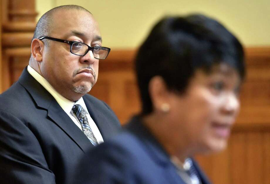 Darnell Goldson, president of the New Haven Board of Education, left, listens to New Haven Mayor Toni Harp during a 2018 press conference. Photo: Peter Hvizdak / Hearst Connecticut Media File Photo / New Haven Register