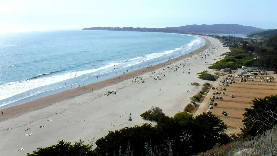 Overlook of Stinson Beach shows miles of beach extending north to mouth of Bolinas Lagoon with plenty of parking. Photo: Tom Stienstra, Tom Stienstra / The Chronicle