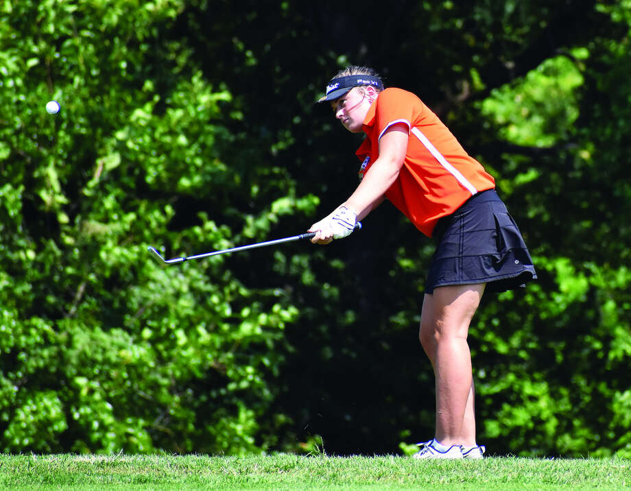 Edwardsville junior Jessica Benson hits a chip shot onto the 16th green at Belk Park Golf Course on Monday in Wood River. Photo: Matthew Kamp