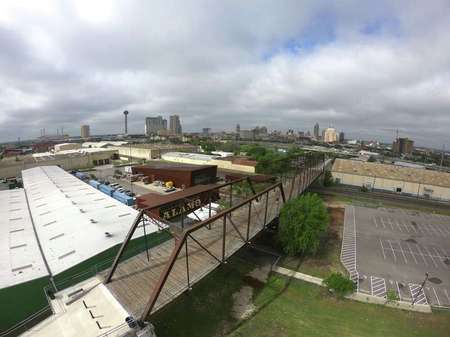 A plan to trade $3.4 million worth of city-owned property for land next to the historic Hays Street Bridge is headed to City Council Thursday Photo: Express-News File Photo / San Antonio Express-News