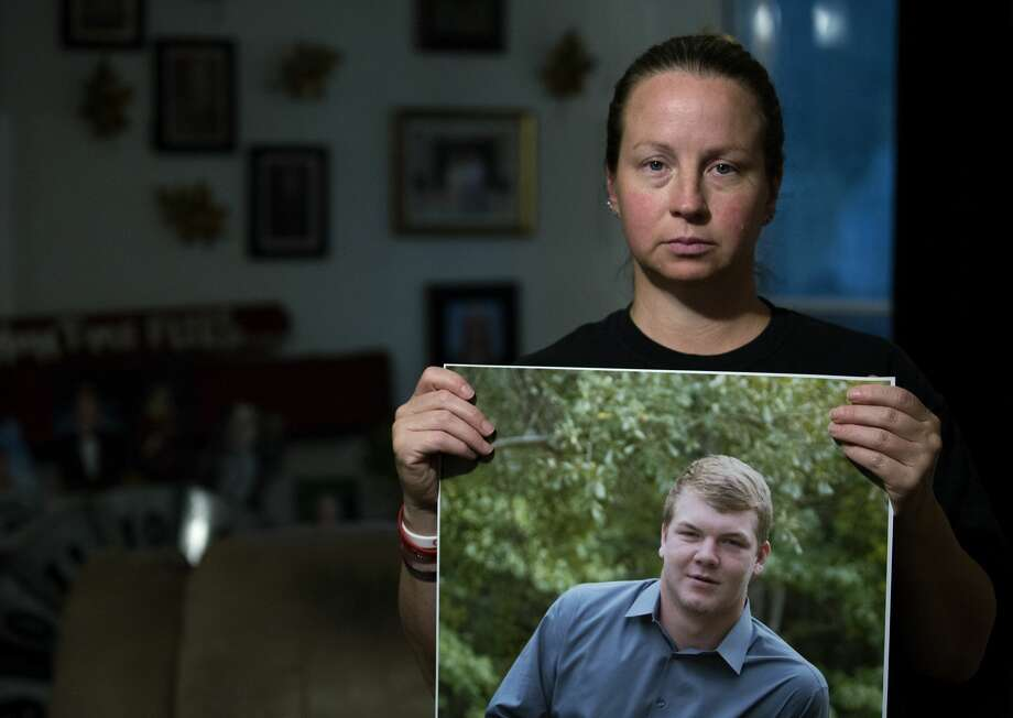 Charlotte Brown holds a photograph of her son, Dustin Parmely. Photo: Godofredo A. Vasquez/Staff Photographer