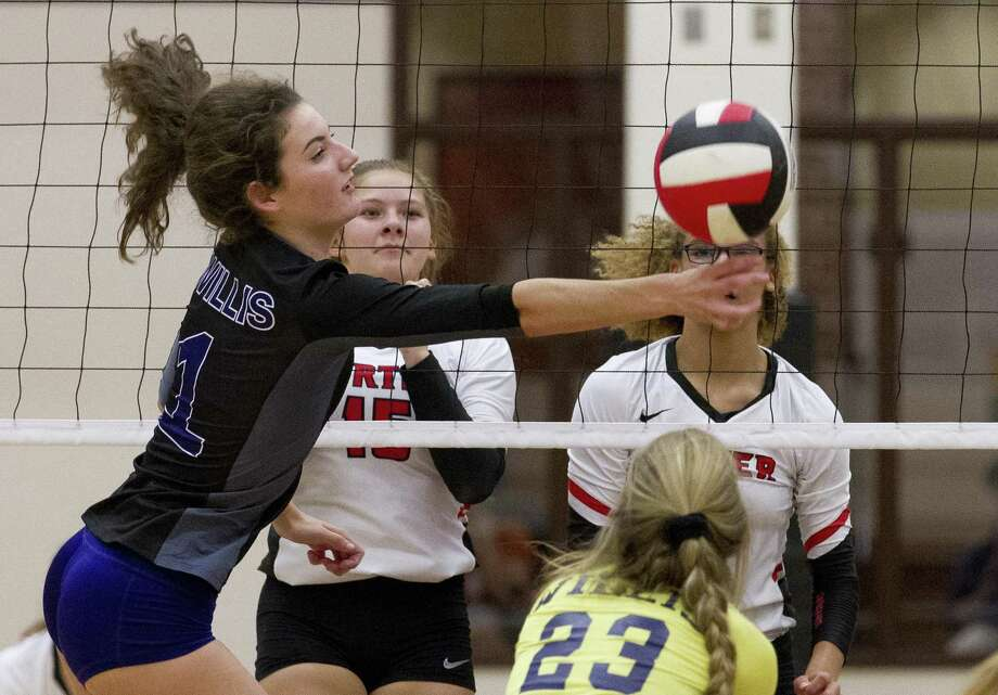 Willis' Makayla Bane (1) tries to get a hand on a blocked shot during the first set of a District 20-5A high school volleyball match at Porter High School on Tuesday, Aug. 28, 2018, in Porter. Photo: Jason Fochtman, Houston Chronicle / Staff Photographer / © 2018 Houston Chronicle