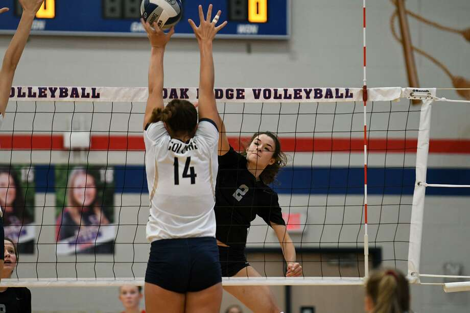 Oak Ridge senior setter Makenzie Arent (2) works at the net against Klein Collins sophomore setter Mekaila Aupiu (14) during thefirst game of their District 15-6A matchup at ORHS on Tuesday. Photo: Jerry Baker, Houston Chronicle / Contributor / Houston Chronicle