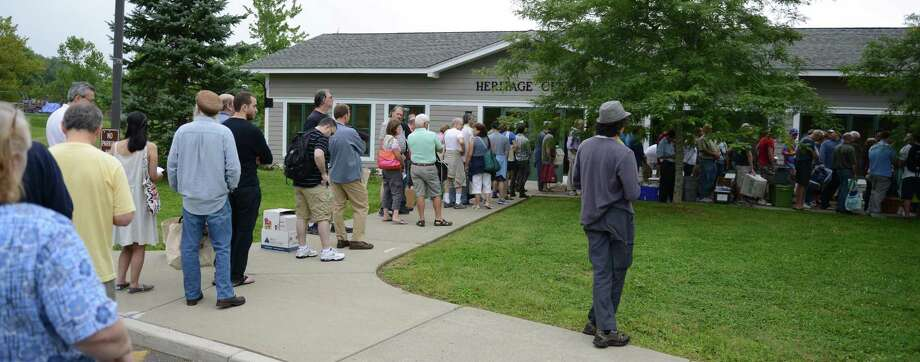 File photo of a crowd outside of the annual Mark Twain Library book fair. Photo: Tyler Sizemore / Tyler Sizemore / The News-Times