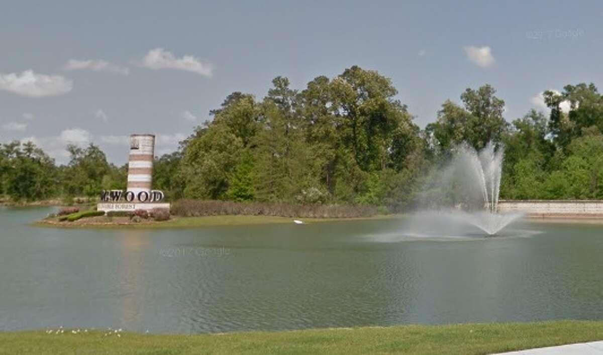 Kingwood: The large fountains on Kingwood Drive.