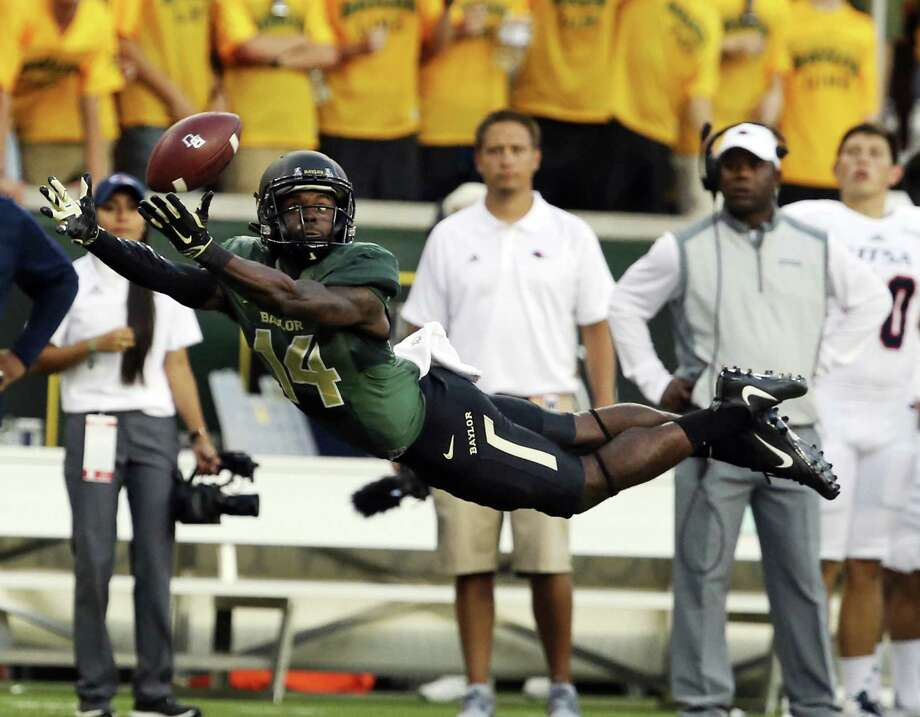 In this Sept. 9, 2017, file photo, Baylor wide receiver Chris Platt (14) reaches for an incomplete pass against UTSA during the first half of an NCAA college football game in Waco, Texas. Platt and nine other fifth-year seniors who first arrived on the Waco campus with the program at the peak of its on-field success are now set to start their final season after tumultuous times filled with criticisms of the program and the schools first 11-loss season. Photo: Rod Aydelotte, MBO / Associated Press / Waco Tribune-Herald