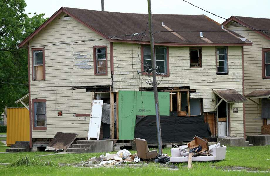 A two-story building on the corner of Canfield and Rugley streets in the Third Ward. Mayor Sylvester Turner's Complete Community Initiative aims to improve life quality for those in living in under-resourced neighborhoods. Photo: Godofredo A. Vasquez, Staff / Houston Chronicle / Godofredo A. Vasquez