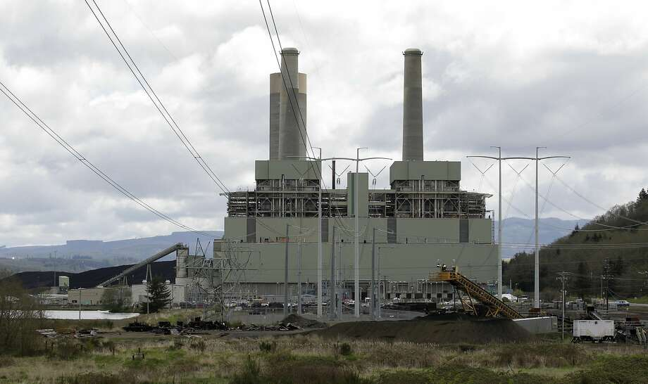 FILE - In this April 29, 2011, file photo, the coal-burning TransAlta plant is shown near Centralia, Wash. Washington Gov. Jay Inslee says the state plans to sue the Trump administration over its proposal to dismantle Obama-era pollution rules that would have increased federal regulation of emissions of coal-fired power plants. Inslee, a Democrat, told reporters Wednesday, Aug. 22, 2018, that the Environmental Protection Agency plan threatens lives and is also illegal. (AP Photo/Ted S. Warren, File) Photo: Ted S. Warren, Associated Press