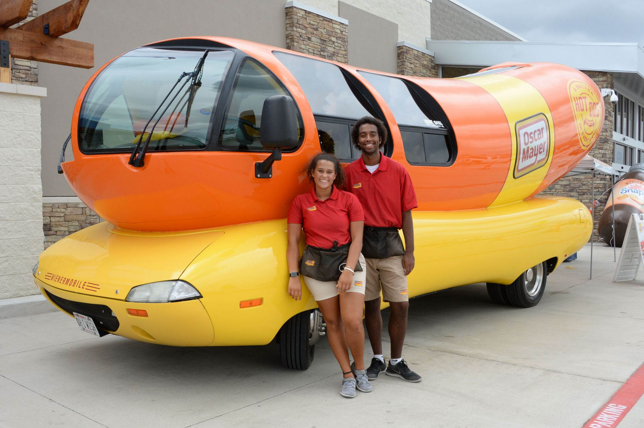 oscar mayer wienermobile makes appearance in houston. Black Bedroom Furniture Sets. Home Design Ideas