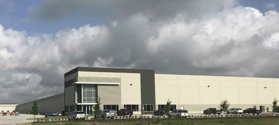 Goodman Manufacturing Co. has signed a five-year lease for Northwest Logistics Center, a 411,460-square-foot cross-dock distribution building developed by Stream Realty Partners at 6751 N. Eldridge Parkway. Stream Realty Partners sold the building to an institutional investor prior to executing a full-building lease with the heating and cooling systems manufacturer.