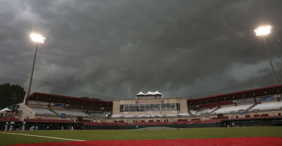 Dark clouds rolling over University of Houston's Darryl and Lori Schroeder Park before the team takes on Iowa at the 2017 NCAA Regional Game 5 Sunday, June 4, 2017, in Houston. ( Yi-Chin Lee / Houston Chronicle ) Photo: Yi-Chin Lee/Houston Chronicle