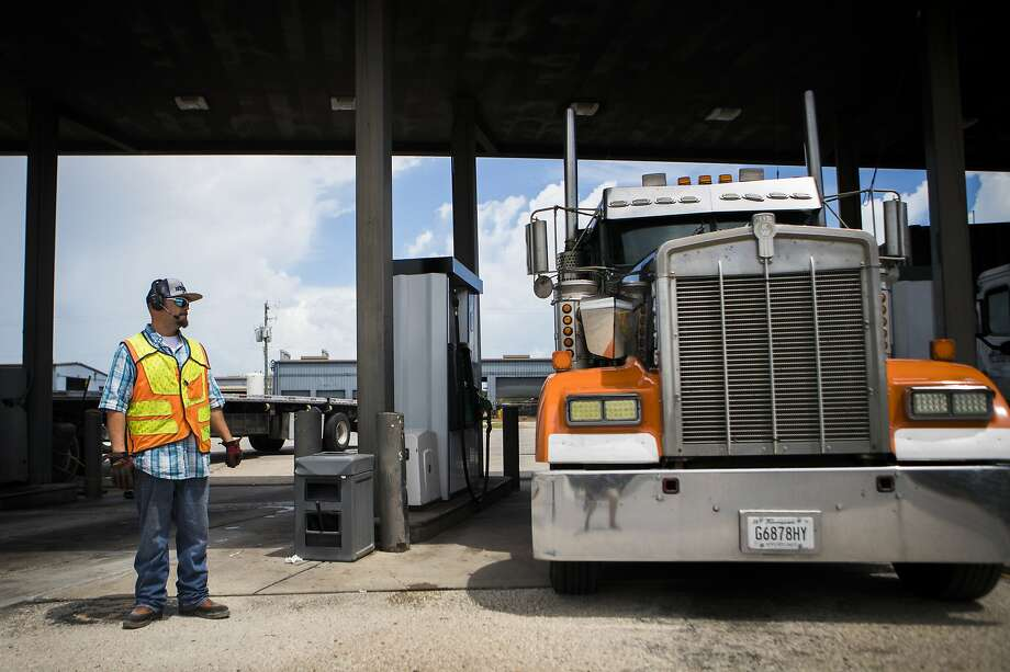 Bills before the U.S. House and the Senate — co-sponsored by U.S. Sen. Jerry Moran of Kansas — both propose that people under 21 who have commercial drivers' licenses be allowed to take their cargo across state lines. Federal law now requires truckers to wait until age 21 to get a CDL permitting them to drive big rigs across the country. Photo: Marie D. De Jesús, Staff Photographer