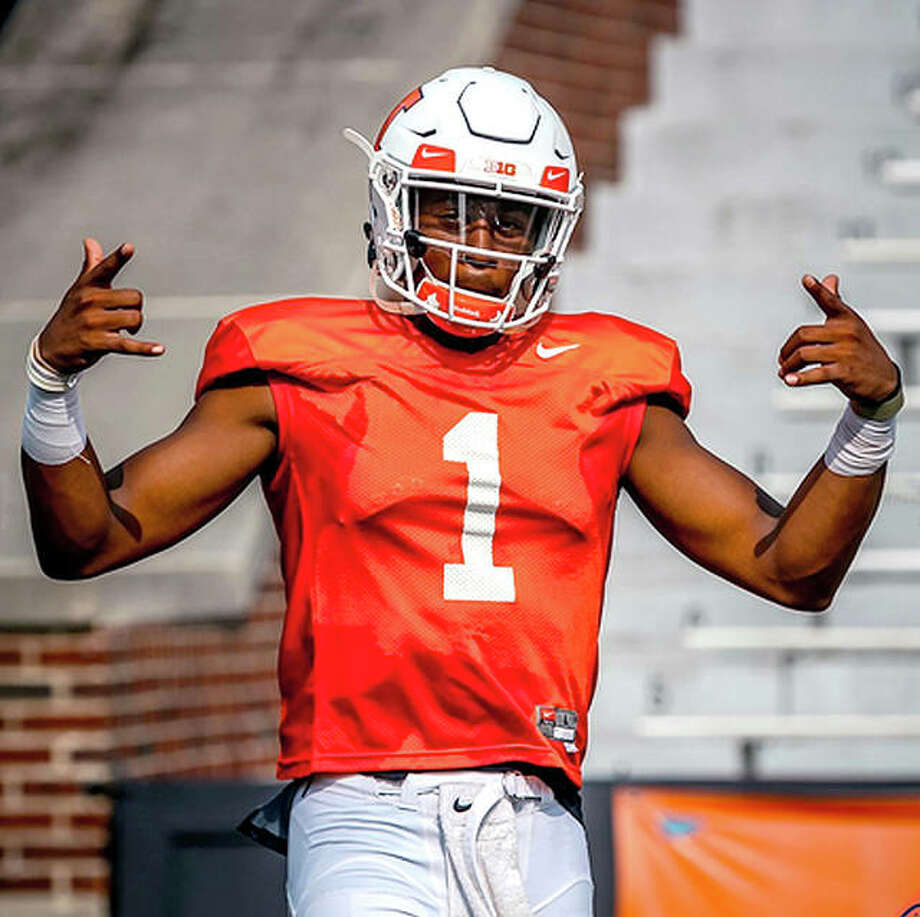 Senior graduate transfer AJ Bush will start at quarterback for the Illini Saturday when they open the season against Kent State at 11 a.m. at Memorial Stadium. Photo: Fighting Illini Athletics