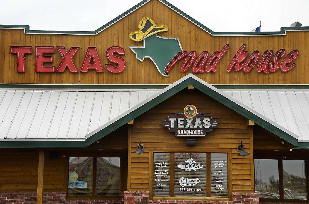 Click through the slideshow to find 2019 Veterans Day free meals, discounts, sales and deals Texas Roadhouse Multiple Houston-area locations Date: Monday, Nov. 11, 2019 Texas Roadhouse will be giving away Veterans Day free meals for lunch on Monday, November 11, 2019, to active, former, or retired military.