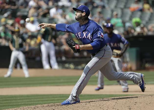 A's acquire former Giants right-hander Cory Gearrin from Rangers