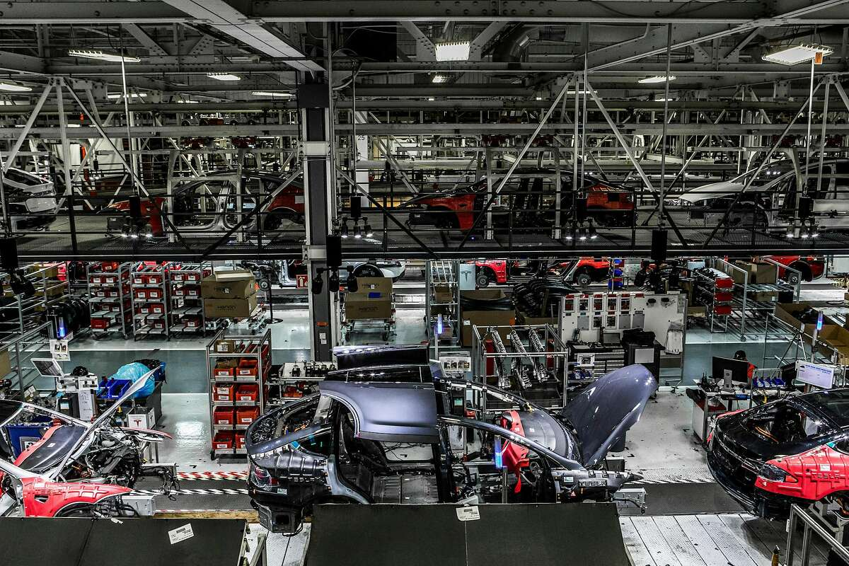 FILE � Tesla�s plant in Fremont, Calif., June 14, 2018. In a late-night statement on Aug. 24, Elon Musk, the electric-car maker�s chief executive, said he and the company�s board had concluded that they would not turn Tesla into a privately owned company. (Christie Hemm Klok/The New York Times)