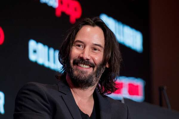 """NEW YORK, NY - OCTOBER 05: Keanu Reeves discusses """"Replicas"""" during 2017 New York Comic Con - Day 1 on October 5, 2017 in New York City. (Photo by Roy Rochlin/Getty Images)"""