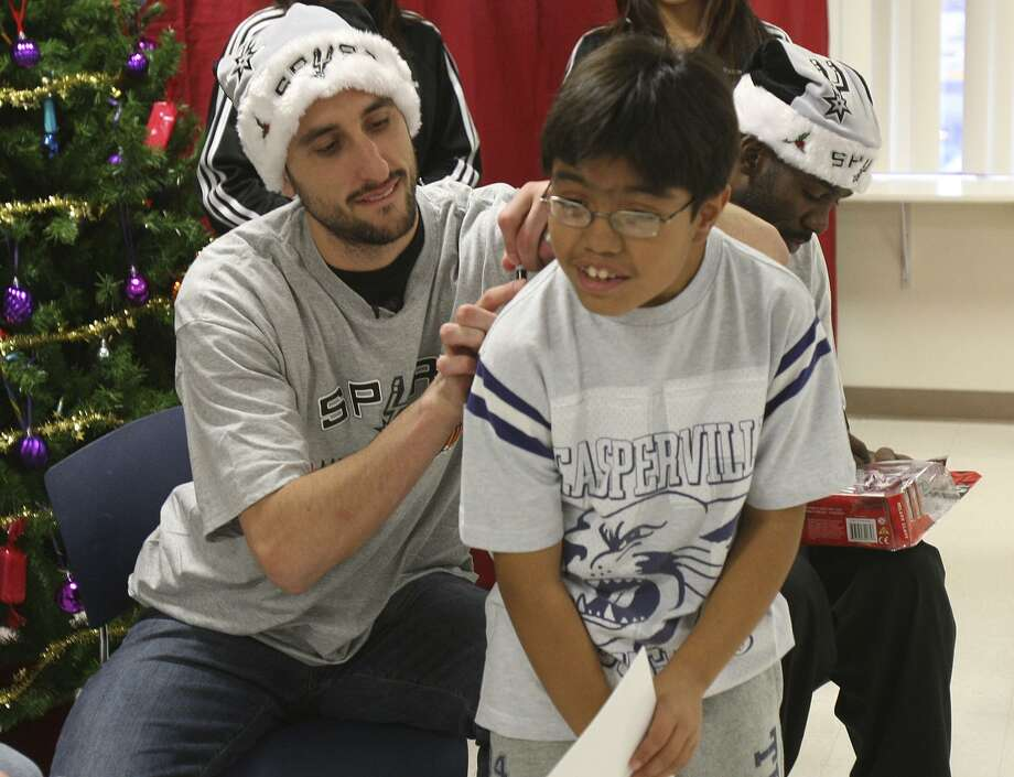 Manu Ginobili signs Ernest Vargas' shirt on Dec. 15, 2008. Ginobli was a role model on and off the court. Photo: HELEN L. MONTOYA /SAN ANTONIO EXPRESS-NEWS / hmontoya@express-news.net