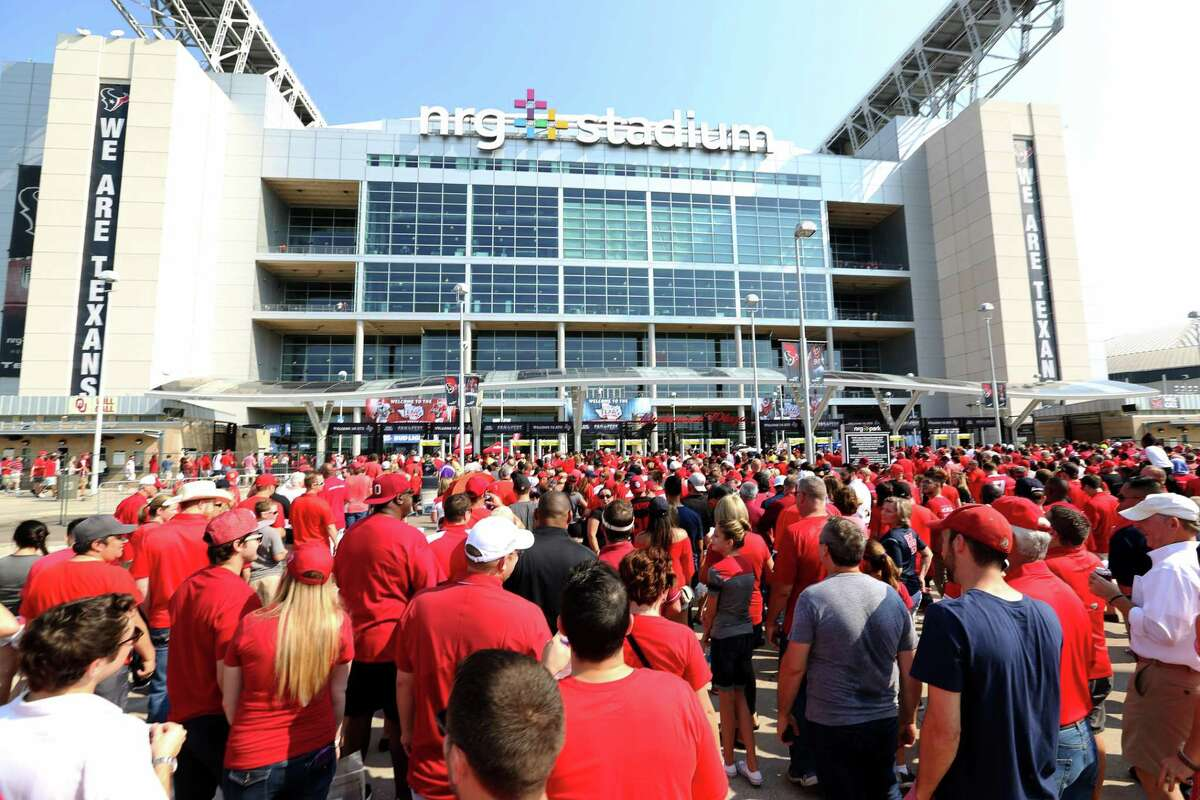 When UH and Oklahoma played in the AdvoCare Texas Kickoff in 2016 there was plenty of red at NRG.
