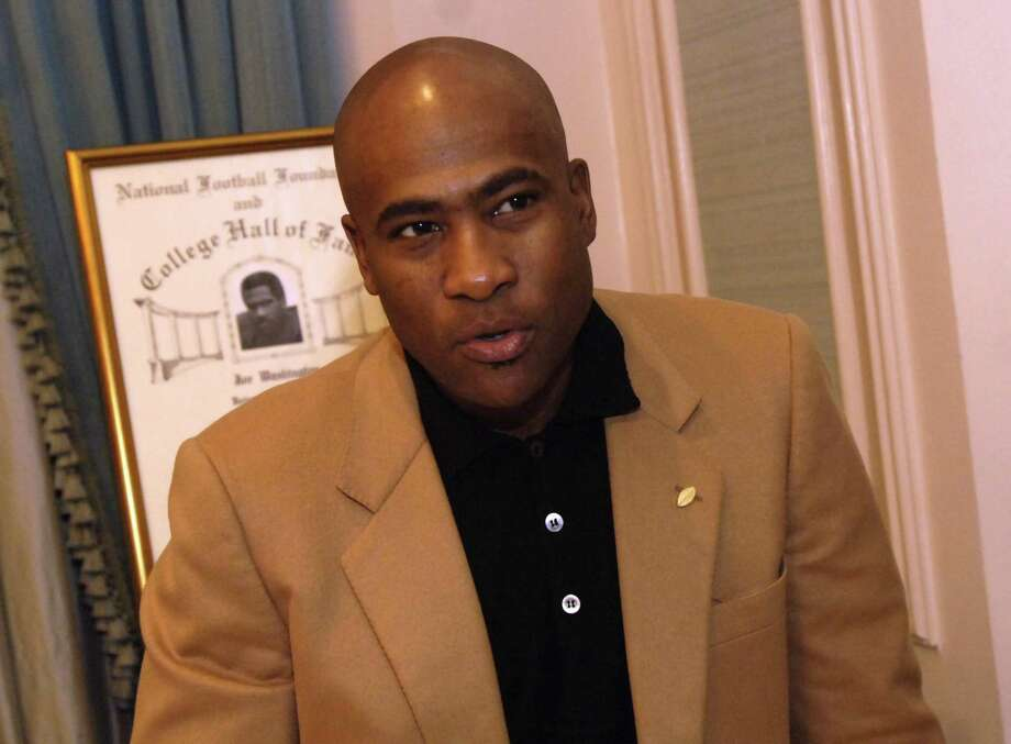 Joe Washington, a former running back for the University of Oklahoma, gives an interview during a media session with other 2005 College Football Hall of Fame Division 1-A inductees in New York Tuesday, Dec. 6, 2005.  Washington went on to play in the NFL for the San Diego Chargers, Baltimore Colts, Washington Redskins, and Atlanta Falcons and was a one-time Pro Bowl selection.  (AP Photo/Jason DeCrow) Photo: JASON DECROW, STR / AP / AP
