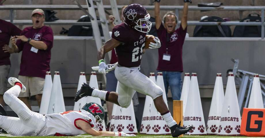 Cy-Fair running back Jaelon Woods (25) carries the ball 67 yards for a touchdown in the second quarter of a high school football game at Pridgeon Stadium on Friday, Aug 31, 2018, in Houston. Photo: Joe Buvid/Houston Chronicle