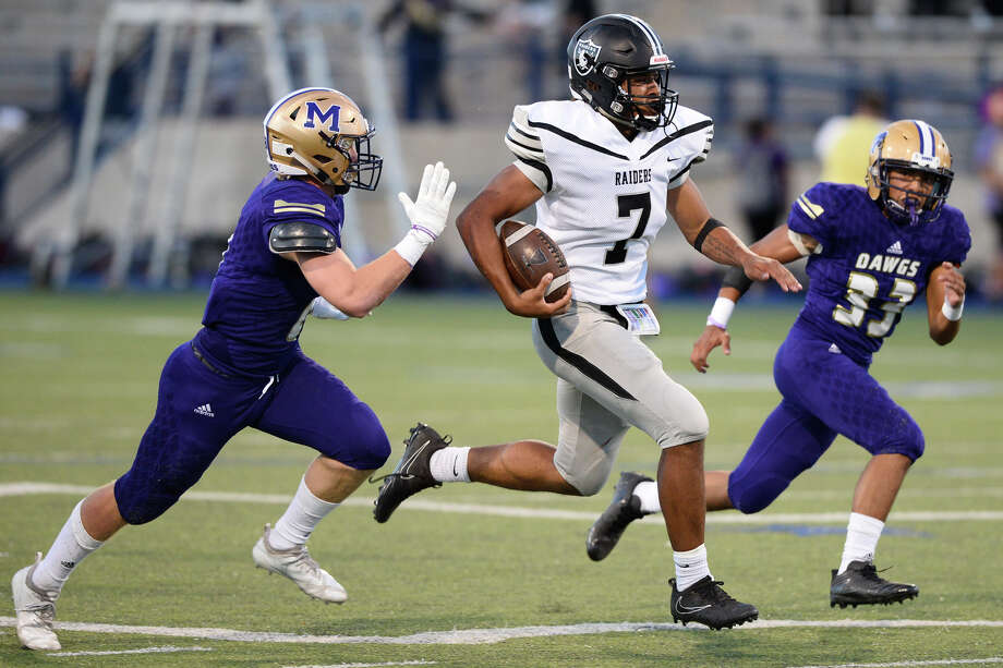 Midland High's Jesse Villareal (33) and Sean Porter (8) run down Canyon Randall's Jasean Barrow (7) in the season-opening game Aug. 31, 2018, at Grande Communications Stadium. James Durbin/Reporter-Telegram Photo: James Durbin / ? 2018 Midland Reporter-Telegram. All Rights Reserved.