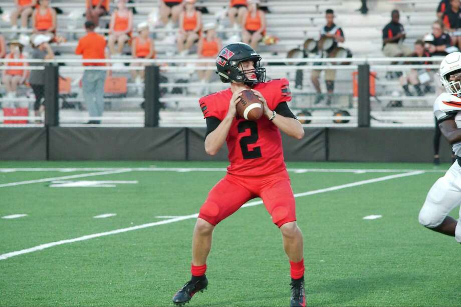 Clear Brook's Shane Porter (2) sets up to pass against La Porte Friday at CCISD Veterans Stadium. Photo: Kirk Sides / Houston Chronicle / © 2018 Kirk Sides / Houston Chronicle