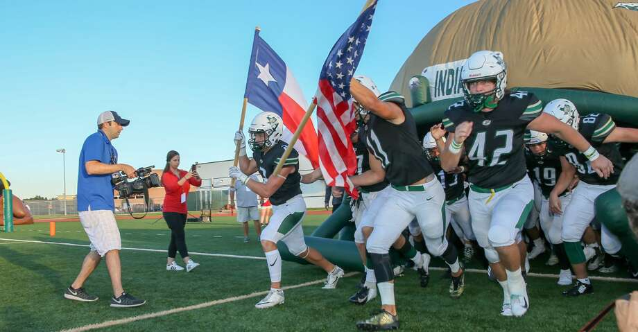 August 31, 2018:  Santa Fe Indians players rush the field during the high school football game between the Dobie Longhorns and Santa Fe Indians in Santa Fe, Texas. (Leslie Plaza Johnson/For the Chronicle) Photo: Leslie Plaza Johnson/Contributor
