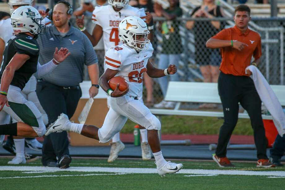 August 31, 2018:  Dobie Longhorns Dontavion Crosby carries the ball toward the end zone during the high school football game between the Dobie Longhorns and Santa Fe Indians in Santa Fe, Texas. (Leslie Plaza Johnson/For the Chronicle) Photo: Leslie Plaza Johnson/Contributor