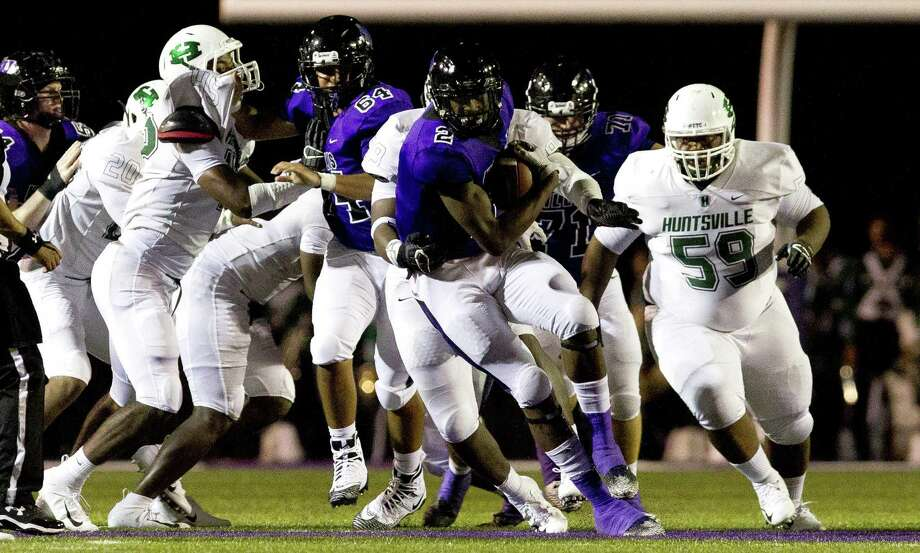 Willis tight end Terius Mathis (2) runs the ball during the second quarter of a non-district high school football game atBerton A. Yates Stadium on Friday, Aug. 31, 2018, in Willis. Photo: Jason Fochtman,  Staff Photographer / Houston Chronicle / © 2018 Houston Chronicle