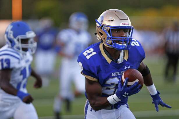 Alamo Heights Nik Proctor catches a reception for a touchdown in first quarter. Alamo Heights played New Braunfels at Harry B. Orem stadium on Friday, Aug., 31, 2018.