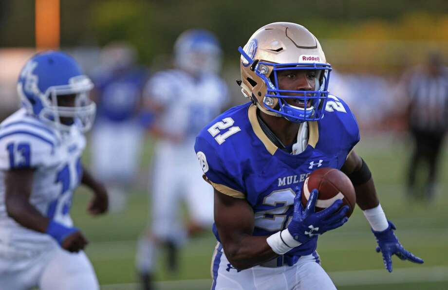 Alamo Heights Nik Proctor catches a reception for a touchdown in first quarter. Alamo Heights played New Braunfels at Harry B. Orem stadium on Friday, Aug., 31, 2018. Photo: Ronald Cortes / / 2018 Ronald Cortes
