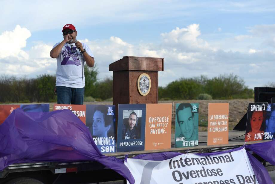 Hector Morales gives an emotional speech about the loss of his son and the experience one may have due to a drug overdose at Rock Fitness, Friday, August 31, 2018. Photo: Christian Alejandro Ocampo/Laredo Morning Times
