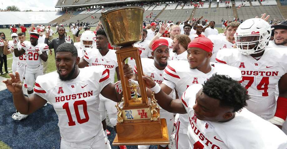 Houston defensive tackle Ed Oliver (10) hoists the Bayou Bucket after the Cougars beat crosstown rival Rice 45-27 in an NCAA football game at Rice Stadium on Saturday, Sept. 1, 2018, in Houston. Photo: Brett Coomer/Staff Photographer
