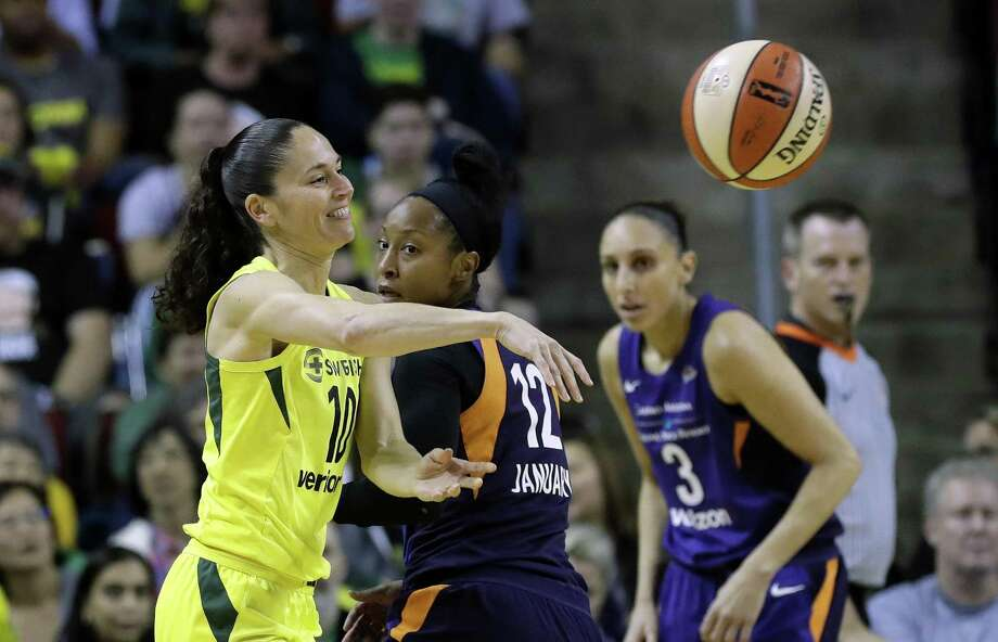 Former UConn player Sue Bird, left, now a member of the WNBA's Seattle Storm, was invited to USA Basketball Women's National Team's upcoming training camp. Photo: Elaine Thompson / Associated Press / Copyright 2018 The Associated Press. All rights reserved
