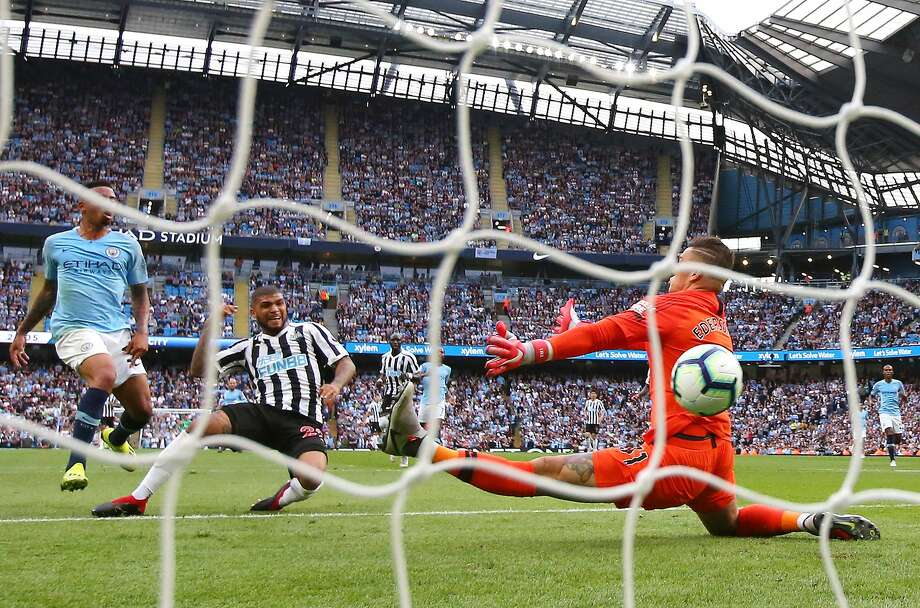 U.S. national team defender Deandre Yedlin scores for Newcastle, the first English Premier League goal scored by an American since 2014. Photo: Alex Livesey / Getty Images