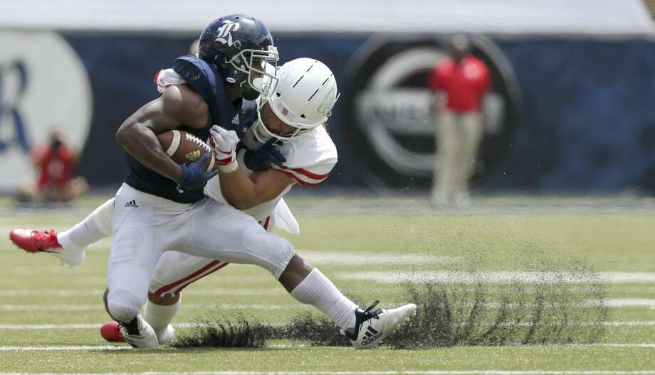 Rice'sAustin Walter finished last season with 564 rushing yards and four touchdowns, 44 catches for 525 yards and two scores and had 491 return yards. Photo: Elizabeth Conley/Staff Photographer