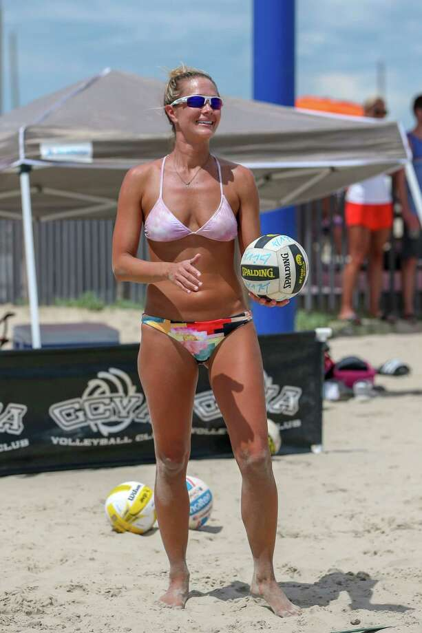 September 1, 2018:  Cici Anderson prepares to serve the ball during the Labor Day Classic Volleyball Tourney at East Beach on Galveston Island, Texas. (Leslie Plaza Johnson/For the Chronicle) Photo: Leslie Plaza Johnson, Contributor / Houston Chronicle