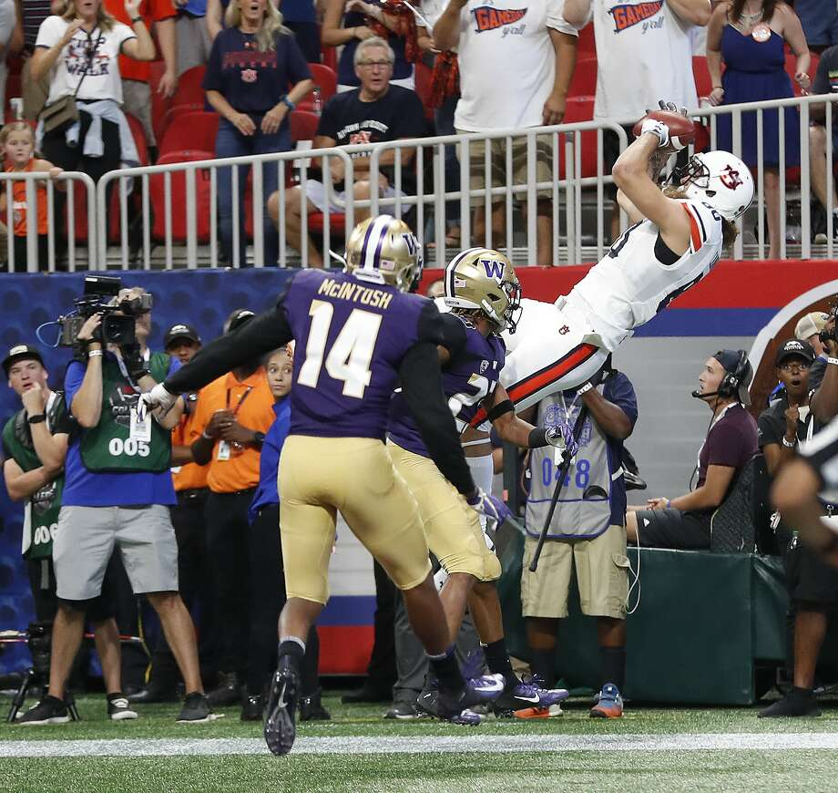 Auburn tight end Sal Cannella (80) makes a catch for a touchdown as Washington defensive backs Jordan Miller (23) and JoJo McIntosh (14) defend in the first half of an NCAA college football game Saturday, Sept. 1, 2018, in Atlanta. (AP Photo/John Bazemore) Photo: John Bazemore / Associated Press