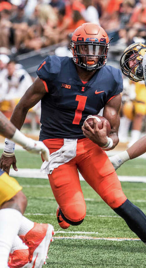 Illinois QB AJ Bush, Jr. runs against Kent State on Saturday in Champaign. Photo: Associated Press