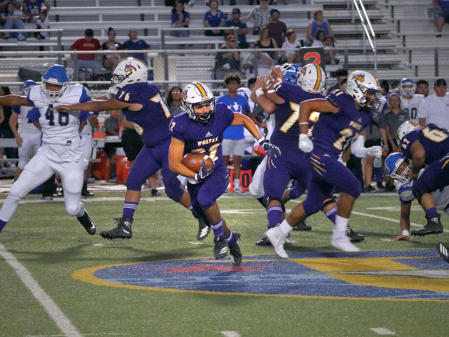Running back Eddie Santillan carries the ball for the LBJ Wolves as they played John Jay High School, Friday, August 31, 2018, at the United ISD Student Activity Complex. Photo: Cuate Santos /Laredo Morning Times / Laredo Morning Times