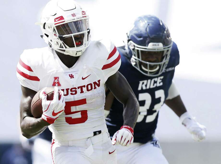 Houston Cougars wide receiver Marquez Stevenson (5) runs the ball past Rice Owls linebacker Anthony Ekpe (33) in the first half against the Rice Owls on Saturday, Sept. 1, 2018 in Houston. Houston Cougars won the game 45-27. Photo: Elizabeth Conley, Houston Chronicle / Staff Photographer / © 2018 Houston Chronicle