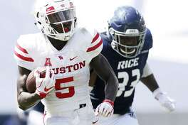 Houston Cougars wide receiver Marquez Stevenson (5) runs the ball past Rice Owls linebacker Anthony Ekpe (33) in the first half against the Rice Owls on Saturday, Sept. 1, 2018 in Houston. Houston Cougars won the game 45-27.