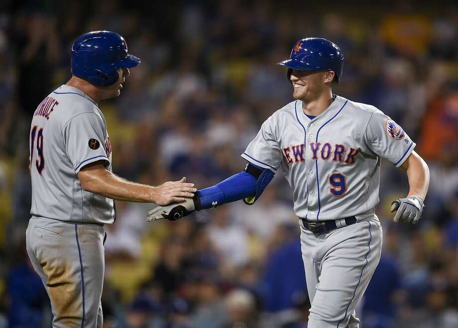 The Mets' Brandon Nimmo (right) celebrates with Jay Bruce after his go-ahead three-run home run. Photo: Kelvin Kuo / Associated Press